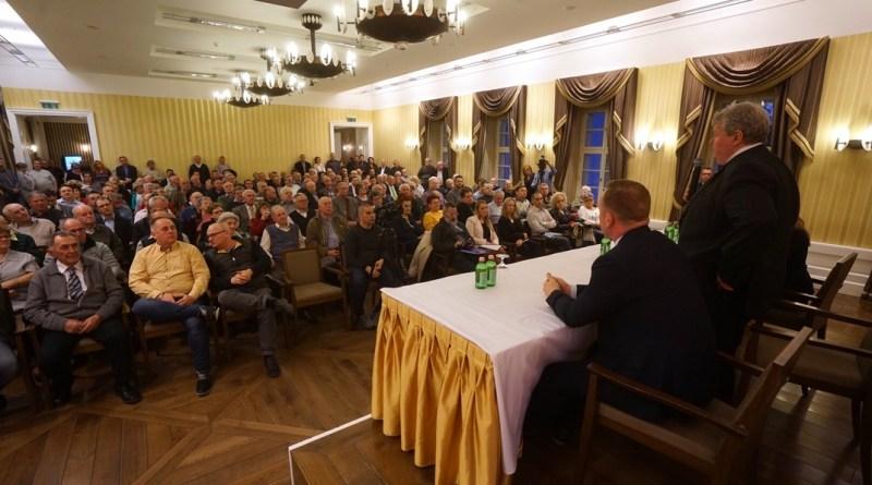 Süli János országgyűlési képviselő Pakson tartott lakossági fórumot. Fotó: Babai István