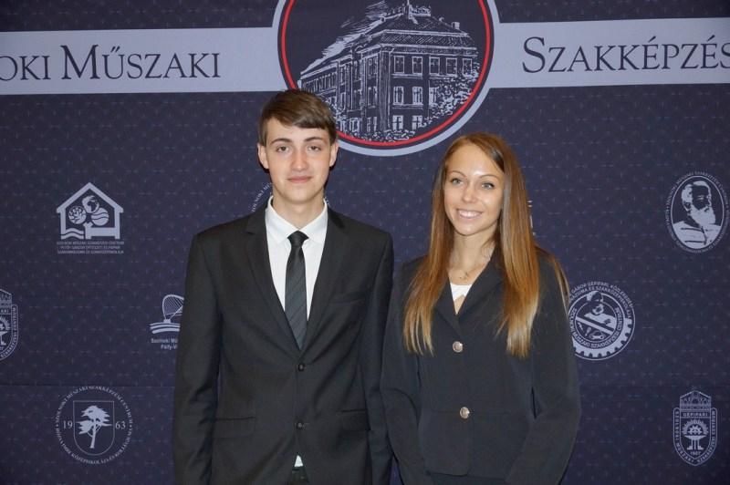 Papp Veronika és Prantner József az ESZI diákjai a díjátadón. Fotó: Energetikai Szakgimnázium és Kollégium