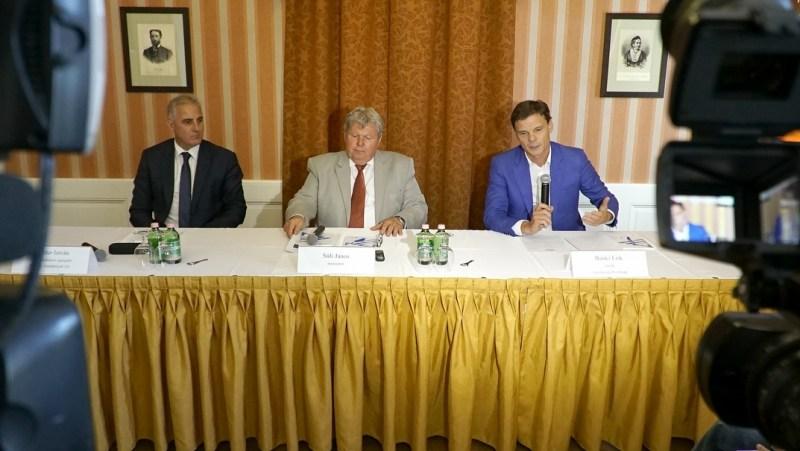 Sajtótájékoztató a bizottsági ülést követően. Fotó: Szaffenauer Ferenc/Paksi Hírnök