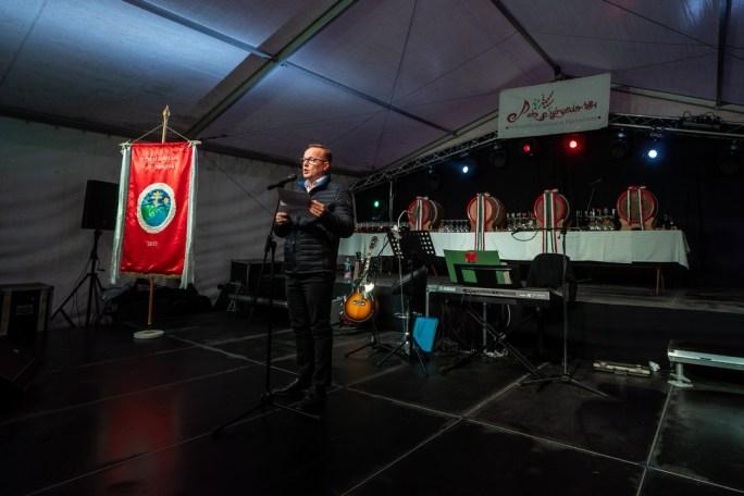 Szabó Péter, Paks polgármestere mond köszöntőt a 2018-as boráldáson. Fotó: Babai István/Paksi Polgármesteri Hivatal