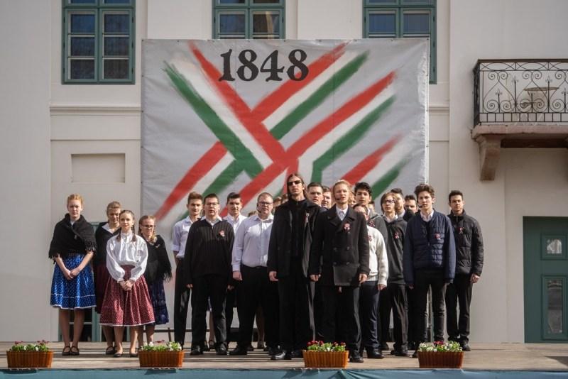 A városi ünnepségen az ESZI diákjai adtak műsort. Fotó: Babai István