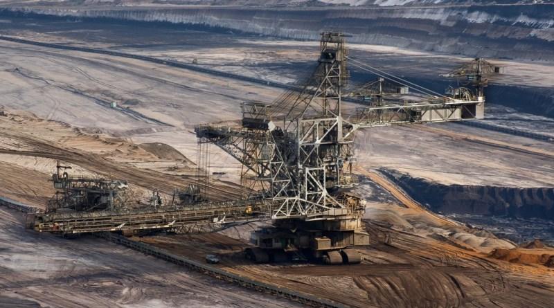 Német külszíni lignitbánya. Németország áramtermelése továbbra is támaszkodik a szénre, mivel az időjárásfüggő megújulók nem képesek zsinóráram termelésére. Fotó: Paks II. Zrt.
