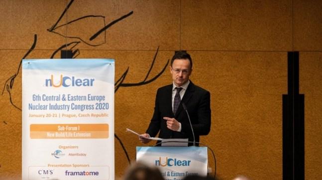 Szijjártó Péter külgazdasági és külügyminiszter előadást tart a 6. Kelet-közép-európai Nukleáris Ipari Konferencián Prágában. Fotó: MTI/KKM/Borsos Mátyás