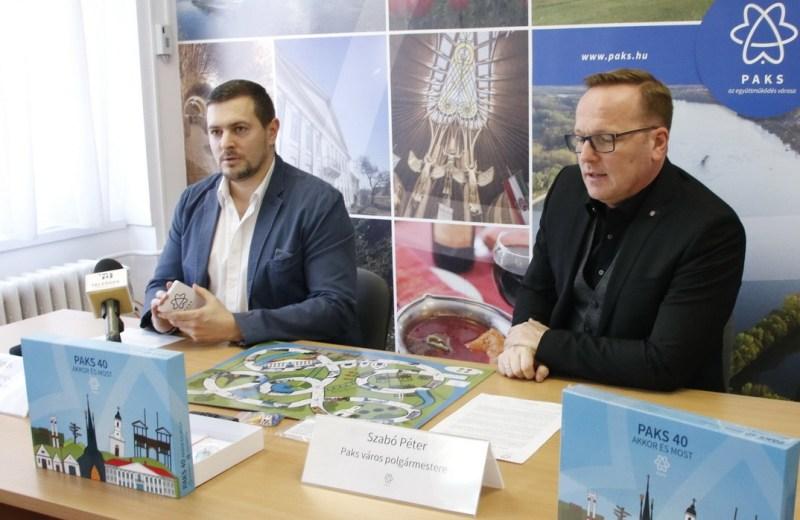 Szabó Péter polgármester (j.) és dr. Hanol János csoportvezető (b.). Fotó: Molnár Gyula/Paksi Hírnök