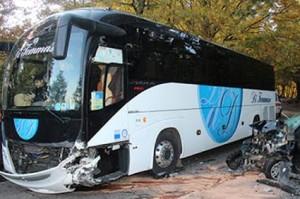 autobus_15x10-schianto-auto-3