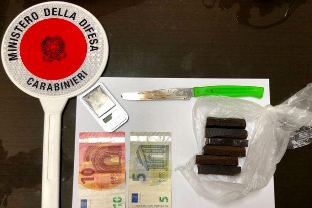 Maddaloni. Occultava in casa droga e 'arnesi' da spaccio: 45enne arrestato dalla Benemerita