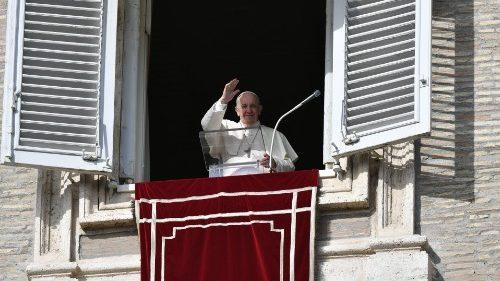 Il Papa all'Angelus: non c'è vita dove c'è egoismo