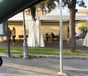 I tendoni posti su piazza Civitavecchia.