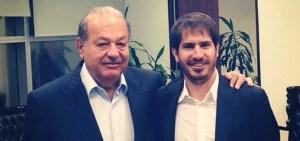 Carlos Slim junto al CEO de Mobli, Moshe Hogeg. Imagen: Moshe Hogeg.