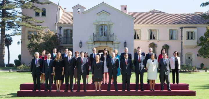 Primera foto oficial del Gabinete Ministerial de Michelle Bachelet. Imagen: Gobierno de Chile