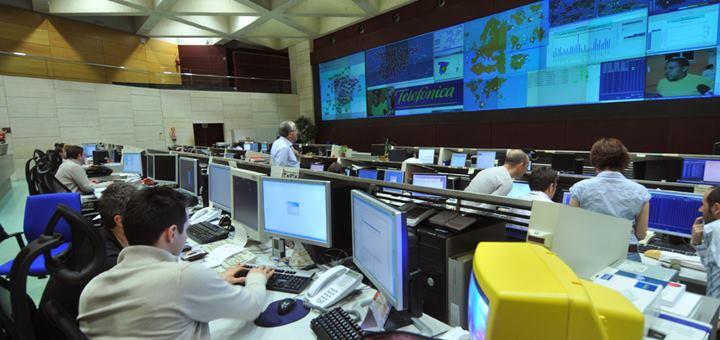Sala de controladores en el CNSO (Centro Nacional de Supervisión y Operación). Imagen: Telefónica
