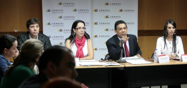 El director General de la Comisión Nacional de Telecomunicaciones, William Castillo, en la presentación de los resultados trimestrales del sector de las telecomunicaciones. Imagen: Conatel