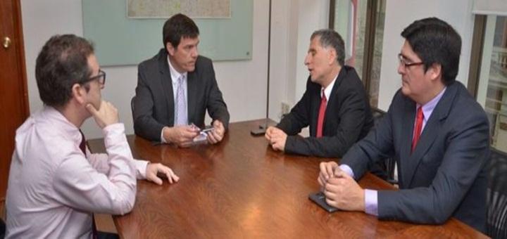 Reunión entre representantes del MTT y Diputados por el robo de celulares. Fuente: Subtel.