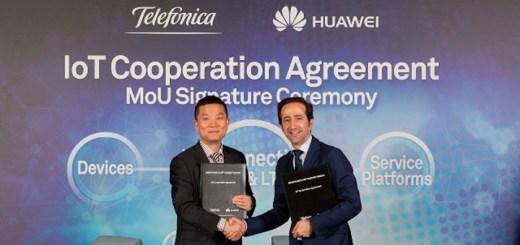 Patrick Zhang, presidente del departamento de Soluciones y Marketing de Huaweiy Vicente Muñoz, Chief Internet of Things Officer de Telefónica durante la firma del MoU. Imagen: Huawei