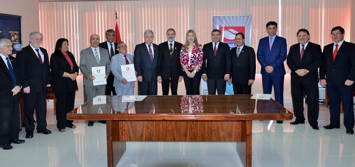 El regulador dará computadoras a universidades. Imagen: Paraguay.