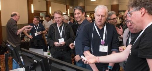 Juan Carlos Zuniga, experto senior en estandarización de Sigfox, el co-director del grupo de trabajo IETF IntArea y Stuart Cheshire, inventor del protogolo Bonjour en la demostración de Sigfox en IETF. Imagen: Stonehousephotographic/IETF