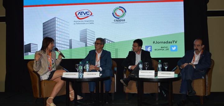 Carlos Moltini. CEO de Cablevisión: Rodrigo de Loredo, presidente de Arsat y Jorge di Blasio, presidente de Red Intercable en Jornadas Internacionales 2017. Imagen: ATVC