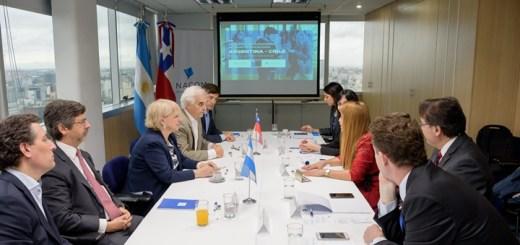 Reunión bilateral entre Chile y Argentina. Imagen: Subtel.