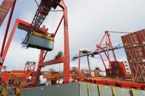 shutterstock_economia_impoprtacao_exportacao