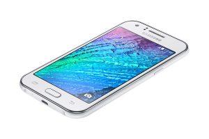O intermediário Galaxy J1, da Samsung.