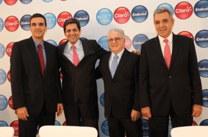 Da esquerda para direita: Daniel Barros, CEO da NET, Carlos Zenteno, CEO da Claro, José Félix CEO da América Móvil, José Formoso, CEO da Embratel.