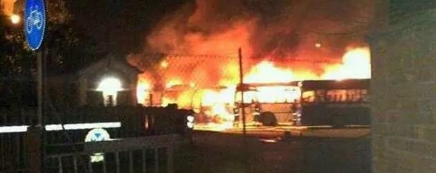 Copparo: 4 pullman incendiati