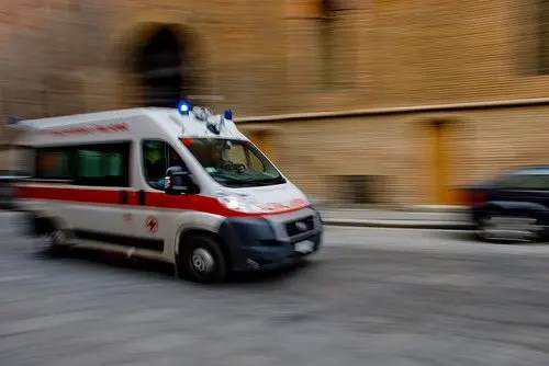 Incidente all'incrocio: 57enne perde la vita