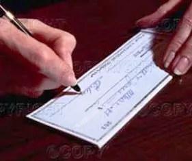 Ruba assegno da 50 mila euro ai nonni