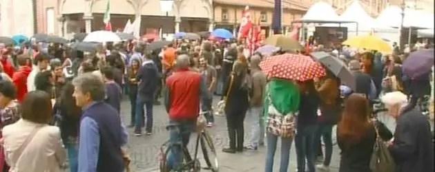 In piazza contro l'attentato di Brindisi