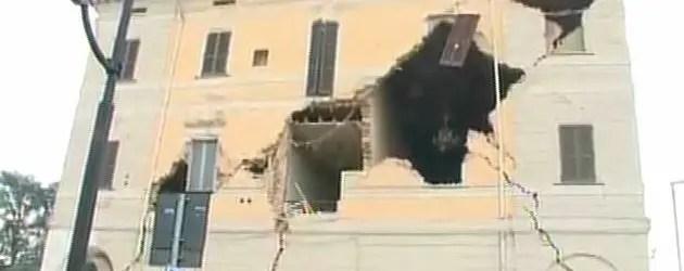 Nuova scossa da 5.1. Nuovi crolli a Sant'Agostino