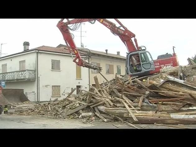 Sisma a Sant'Agostino: abbattuto ex ristorante