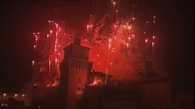 Capodanno 2017: l'incendio del Castello Estense – VIDEO