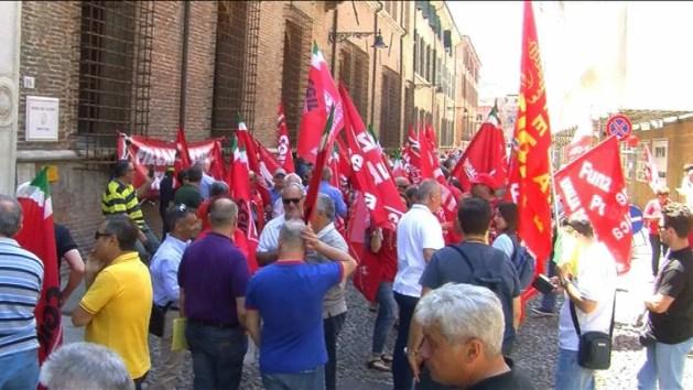 """Cgil protesta contro i voucher: """"Costituzione calpestata"""" – VIDEO"""