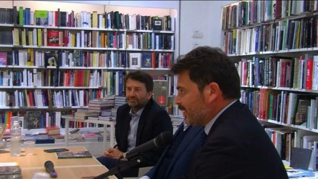 Libri, ministro Franceschini dialoga con scrittore Marani e racconta la sua Ferrara – VIDEO