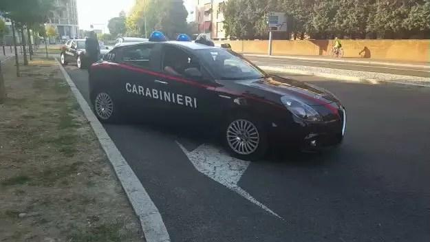 Fugge dai carabinieri e fa un incidente