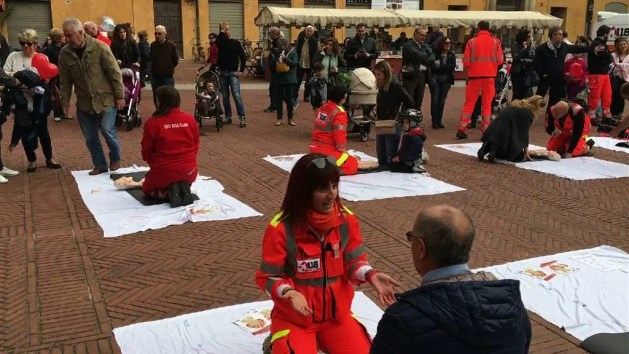 118 in piazza: tutti possono salvare una vita – VIDEO