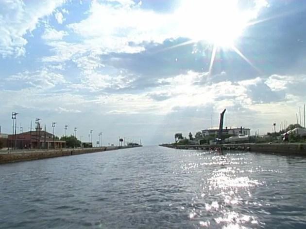 Parte il cantiere per liberare dalla sabbia il porto canale di Porto Garibaldi