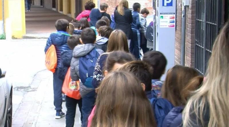 pedibus bambini scuola