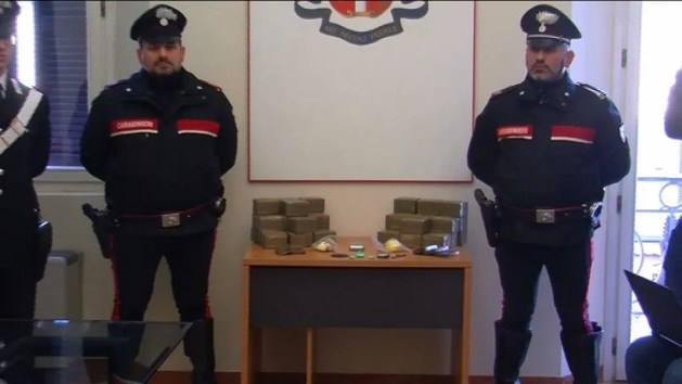 """""""Cento crocevia dello spaccio"""": maxi-sequestro di droga – VIDEO"""