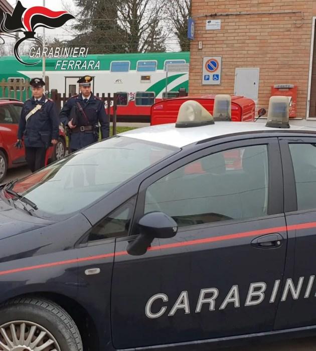 Tenta di prendere la pistola a carabiniere: arrestato