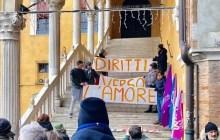 Manifestazione di solidarietà al sindaco, dopo il blitz di Forza Nuova