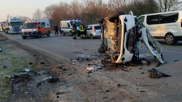 Maxi-incidente a Cento: tre feriti