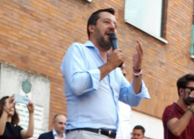 """""""Bagno di folla"""" per Salvini a Ferrara con Alan Fabbri, in vista del ballottaggio di domenica"""