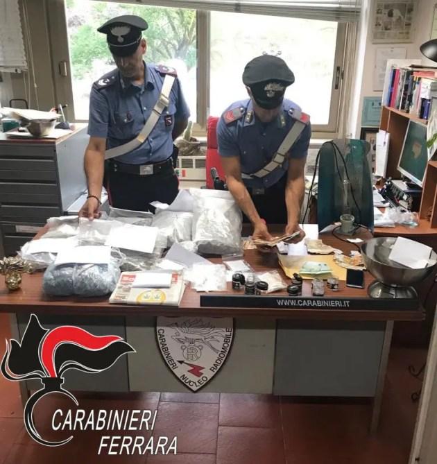 Giovane con chili di droga in casa arrestato a Ferrara