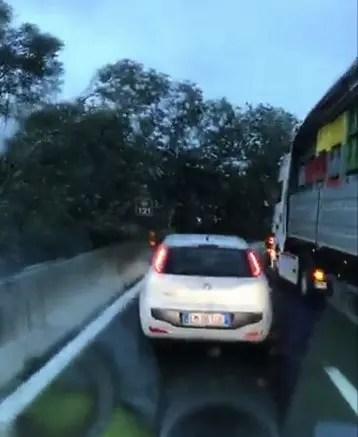 Maltempo si abbatte su Ferrara: super bloccata. Alberi su auto – VIDEO