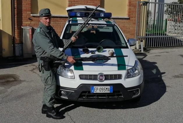 Valli di Comacchio, Polizia provinciale sanziona cacciatori per uso di strumenti non consentiti