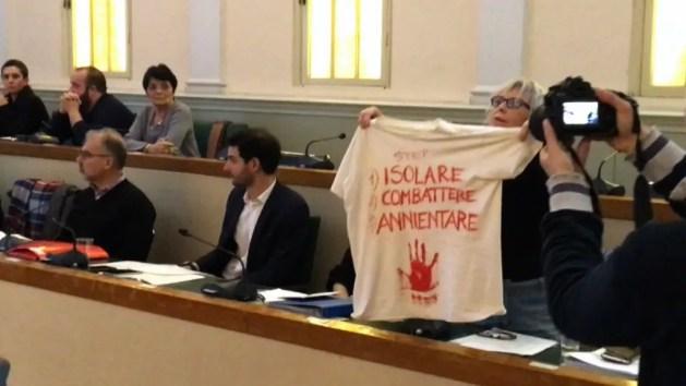 """Caso Solaroli, minoranza abbandona discussione Consiglio comunale. Ferraresi: """"Io sotto attacco"""" – INTERVISTE"""