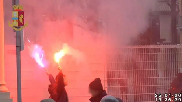 Derby Spal-Bologna, denunciati tifosi che accesero fumogeni. Rischiano daspo