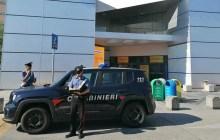 Si fingono proprietari della carta di credito e la prosciugano: arrestati – VIDEO