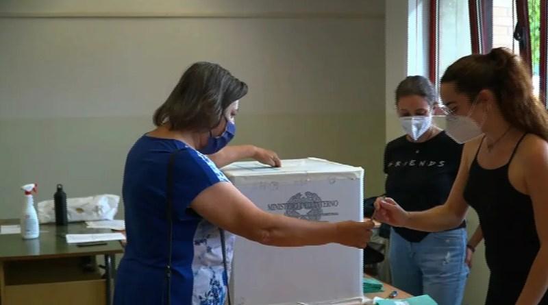 elezioni referendum covid seggio de pisis